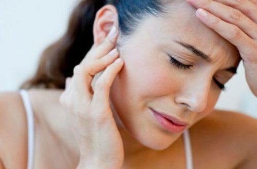 Chica con infección de oídos