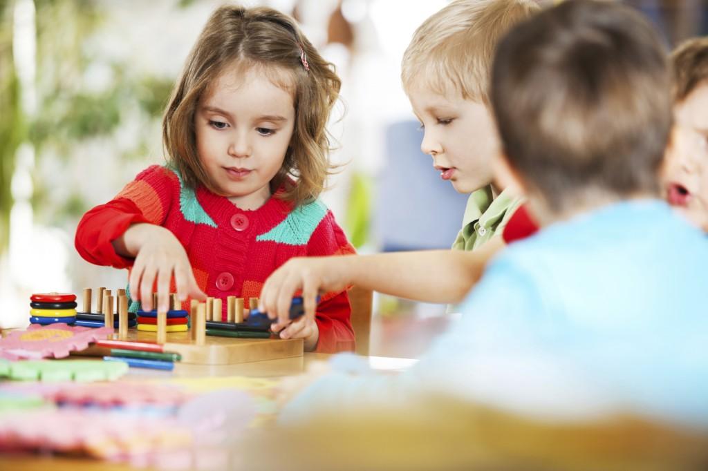 Niños jugando tranquilos