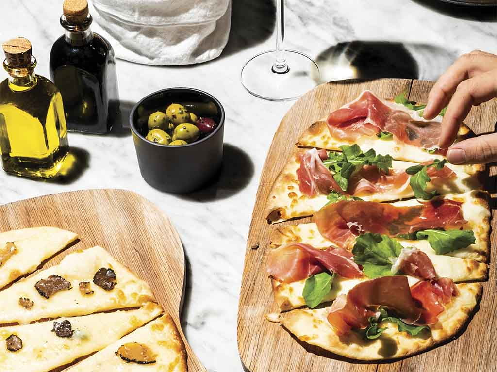 Pizza gourmet con aceitunas